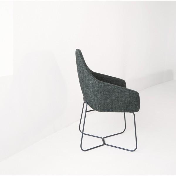 Montis Stuhl Vico mit Kufengestell stoffbezogen
